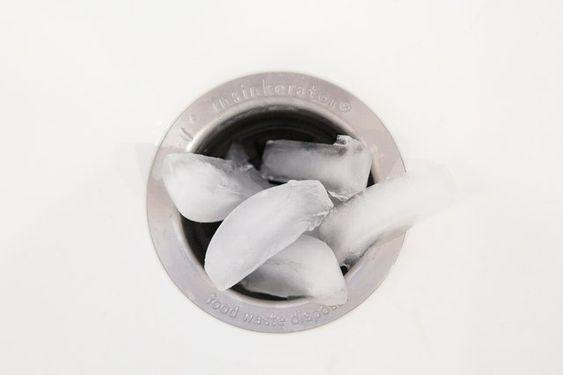 Ice cubes and vinegar